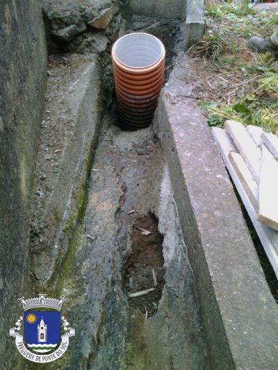 Colocação de tubo e pavimentação da levada | Lombada