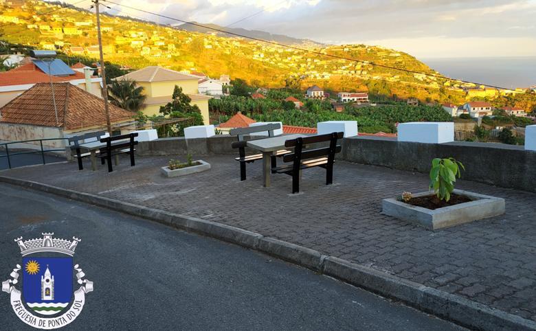 Requalificação do Largo do Redondo - Mantilha - Adegas