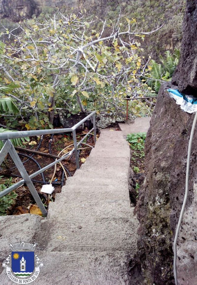 Colocação de varandins e grelha | Sítio da Aguadalto – Livramento