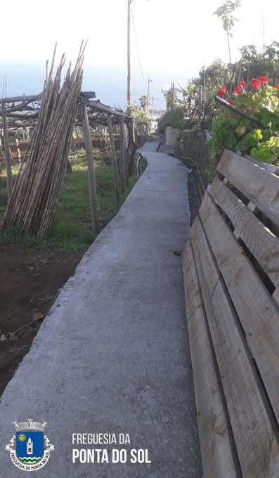 Pavimentação de 65 metros de vereda e levada e colocação de 7 tubos no Sítio da Mantilha - Adegas