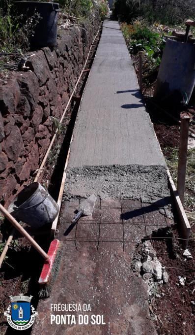 Regularização e pavimentação de 55 metros de vereda e levada | Travessa do Pinheiro