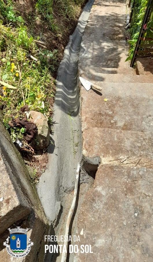 Regularização e pavimentação 150 metros de levada no sítio da Pereirinha - Lombada